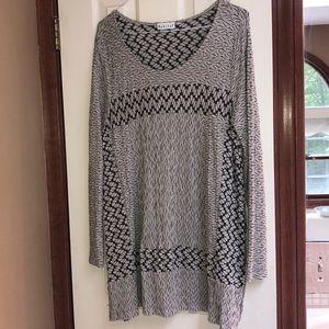 ❤️Habitat Black and Tan tunic top. Great length!